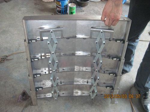 同步伸縮式鋼板防護罩
